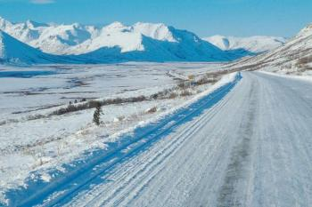 Highway im Winter in Yukon
